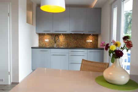 Natur-und stadtnahes Apartment - Apartament
