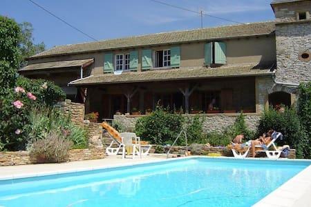 Le Colombé, hameau de Collonge à Lournand - Cluny - Guesthouse