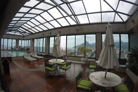 Maximum 2 guests, includes:  Air Conditioning WiFi Cable Television Linens and Towels  Private Washroom and Shower  Building includes: Roof top pool 360 degree panoramic view of the city Gym with sauna, steam room, and jacuzzi