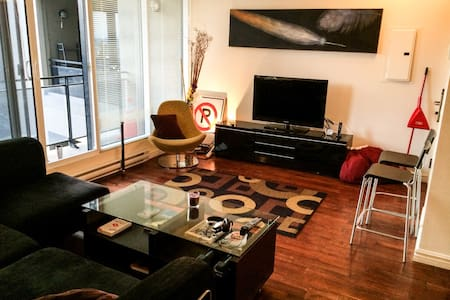 Luxurious 1 Bdroom Downtown
