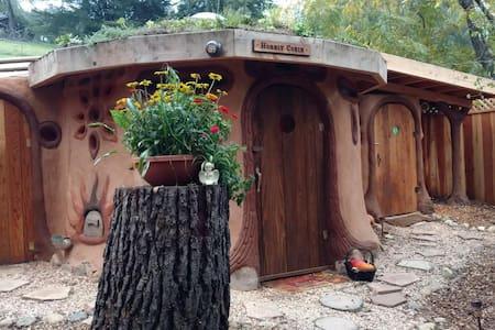 """Earth House """"Hobbit Cobin"""" - Petaluma - Erdhaus"""