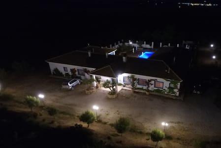 Habitación Lavanda en hotel rural Finca El Romeral - Alpera - House