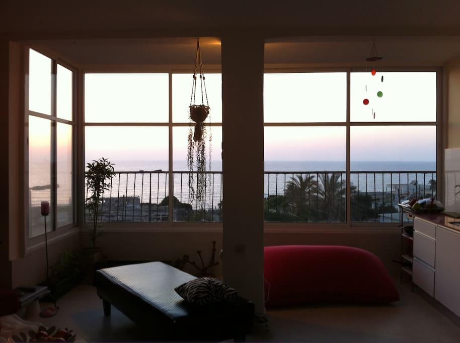 Beautiful sea front apartment!