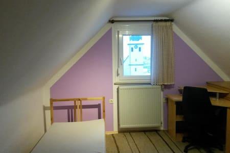 möbliertes Zimmer 11m² 2,5 km Bosch - Maison