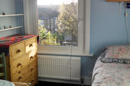Cosy single room with garden view