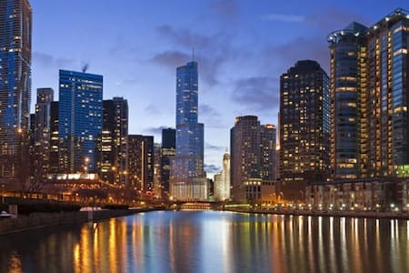 Luxury, Home In DOWNTOWN Chicago