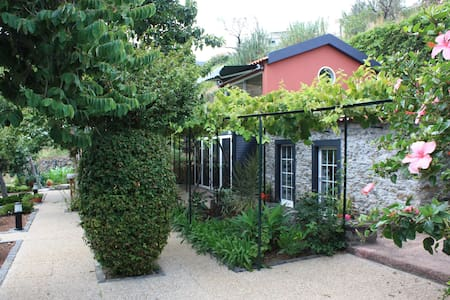 Room type: Entire home/apt Property type: House Accommodates: 2 Bedrooms: 1 Bathrooms: 1
