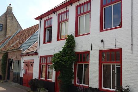 Groot en sfeervol familiehuis met tuin in Groede - Groede - Casa
