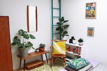 Quirky, Sunny, Central Townhouse 01 - House