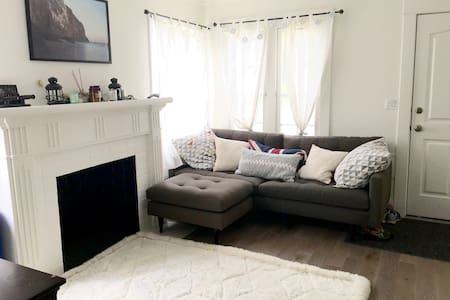 Cute+Modern Room in Great Location - Los Angeles - House