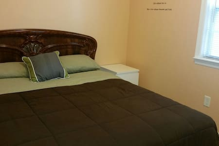 LOVELLY PRIVATE BEDROOM IN QUEENS.
