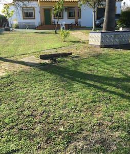 Chalet con piscina y chimenea - La Guijarrosa