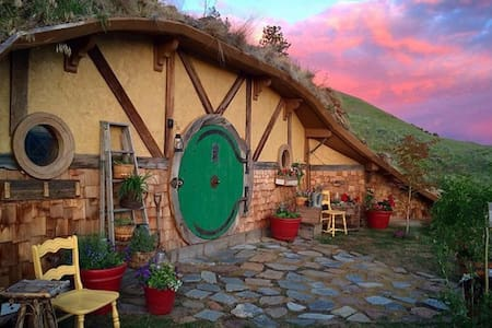 The Hobbit Inn - Orondo  - Earth House