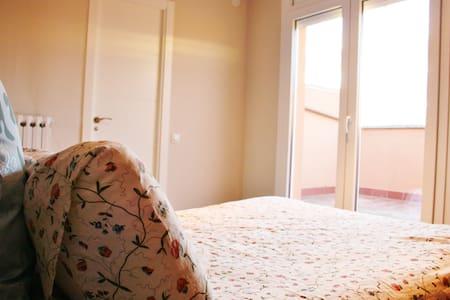 Habitació amb vistes ben comunicat - Vic