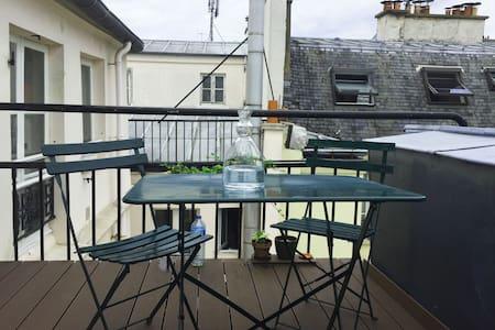 Un studio sur les toits de Paris - Apartment