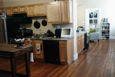 Rustic 1 BD Central/Fun/Secure Area - Leilighet