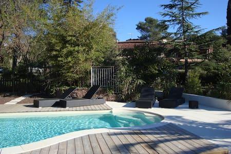 Appart terrasse + piscine chauffée - La Crau