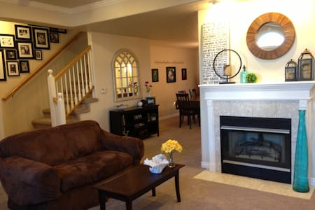 Beautiful Townhouse for Cheyenne Frontier Days - Cheyenne - Radhus