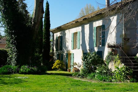 Terre et bois : Bâtisse ancienne proche d'Avignon - Roquemaure - House