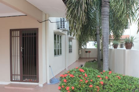 Relax and Sweet Homestay - Sitiawan - Casa