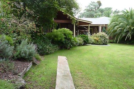 Australian Home Away at Venn Cottage - Apartmen