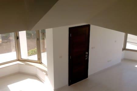 4 Bedroom Modern Villa in Episkopi! - Episkopi - Casa