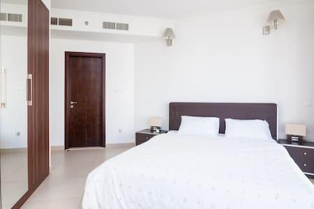 1 Bedroom Apt, Next Metro/Sub, Flat - Apartment