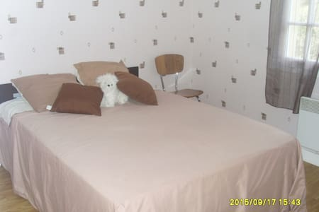Petite chambre coquette - Cinais - House