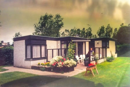 Bungalow on Texel Island - Oosterend - Cabin