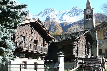Antico Chalet ai piedi del Rosa - Blockhütte