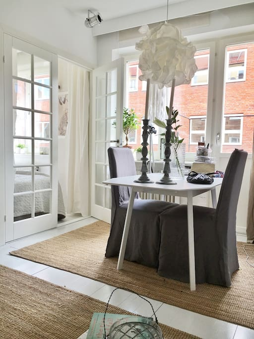Table for up to 6 people