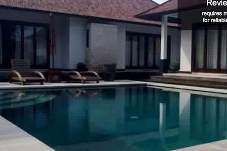 Room type: Private room Property type: Villa Accommodates: 3 Bedrooms: 1 Bathrooms: 3
