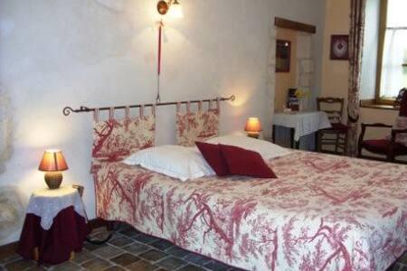 Dans Manoir Normand du XV° siècle - Argentan - Bed & Breakfast