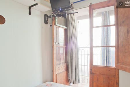 Single room in center of BCN (4)