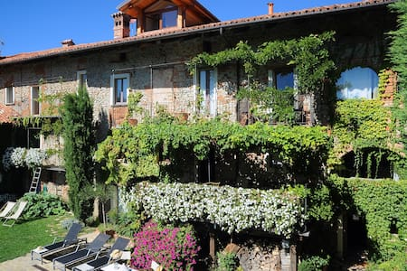 A wonderful Barolo land Country home - Aamiaismajoitus