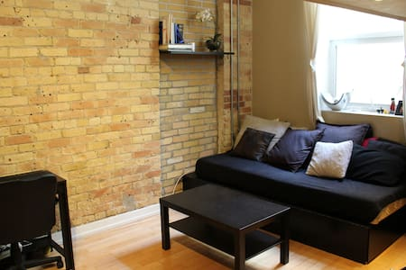 Our trendy hard loft is in the thriving Parkdale neighbourhood. The cozy yet elegant space will make you feel right at home. Close to numerous restaurants, bars, shops, and streetcars. This unique space is perfect for a short or long stays!!