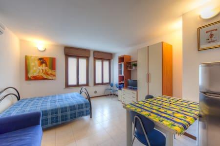 """Casa per turisti  """"Alloggio 2a"""" - verona - Apartment"""
