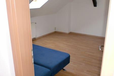 Alter Bauernhof - saubere Zimmer - Tettau - Casa