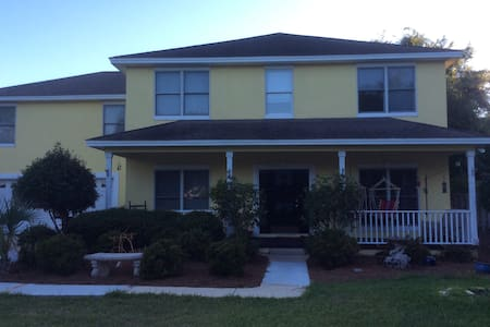 The Love's Island Flop House-2 BR avail.Pvt bath - Hus