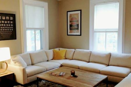 Krom House apartment in quaint High Falls - Lejlighed