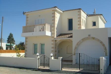 Villa Elvie - Deryneia - Villa