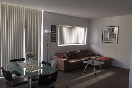 Private room-5 min walk to train - Canterbury