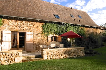 Stone farmhouse - childhood's dream - Saint-Martin-des-Combes - Hus