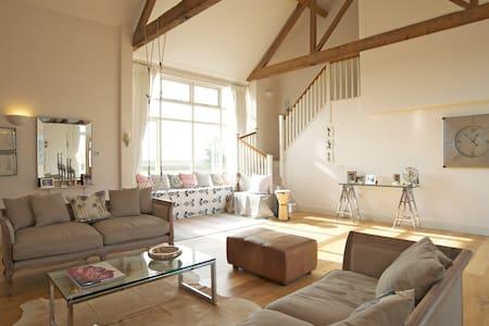 Idyllic rural & coastal Sussex barn - House
