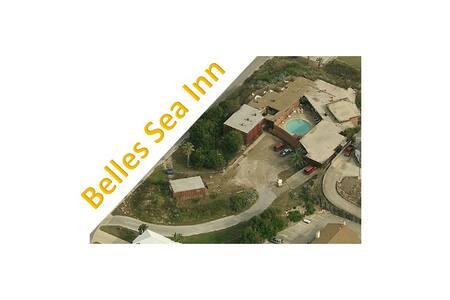 Belles Sea Inn - kitchenette - Vila