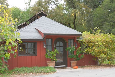 The Red Cottage 2BR in Wine Country - House
