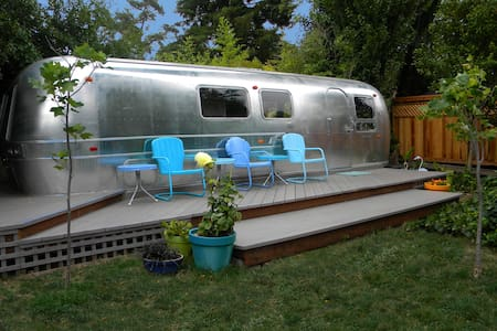 Private Retro/Modern Airstream - Bed & Breakfast