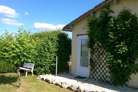 Seperate studio at holiday house - breakfast inc. - Saussignac - Bed & Breakfast