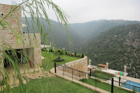 Countryside villa with swimming pool - Mazboud - House