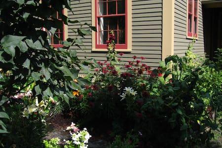 Historic Village Home - Rumah